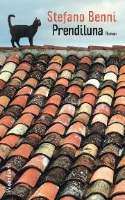 """Cover des Romans """"Prendiluna"""" von Stefano Benni mit dem Bild einer Katze, die auf dem First eines alten Daches steht"""